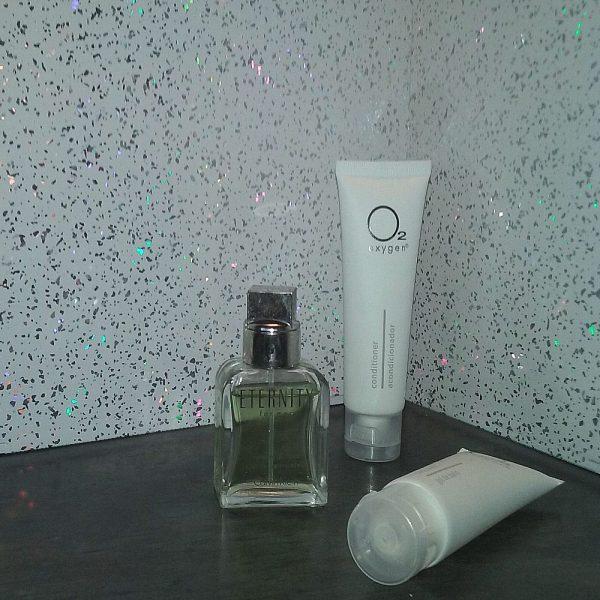 white sparkle 3 600x600 - Vicenza - White Sparkle Bathroom Cladding 2.6m